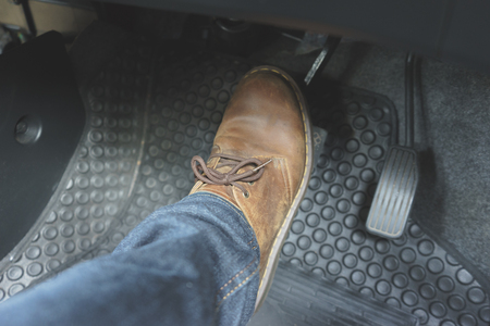 Close up Leather Shoe ob pedal in car 免版税图像 - 91472560