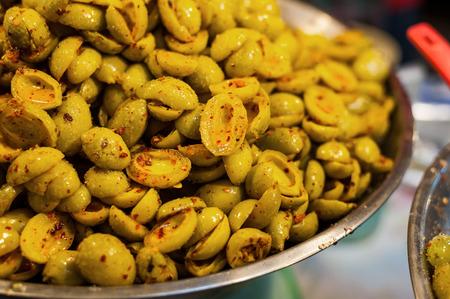 conservacion alimentos: La conservaci�n de alimentos de frutas en escabeche en bandeja de acero