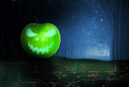dreadful: Ghost in the darkness apple, Over dark tone