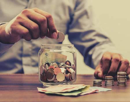 Risparmiare denaro per la pensione e il conto bancario per il concetto di finanza Archivio Fotografico