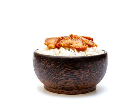 White rice with grilled pork in black bowl on white background, Rice from asia, Rice food of asian style Banque d'images