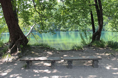marginal: Wooden benches to rest in the Plitvice lakes