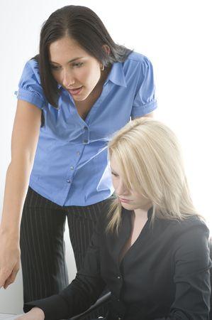 female boss: Frauen-Chef erkl�rt, einen Artikel zu ihr suborninate