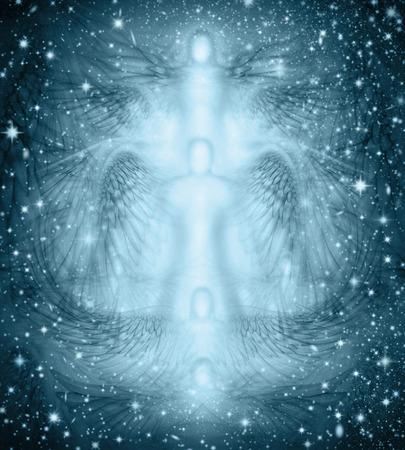angel de la guarda: Diseño del fondo de los ángeles y alas de ángel en combinación con una noche estrellada. Foto de archivo