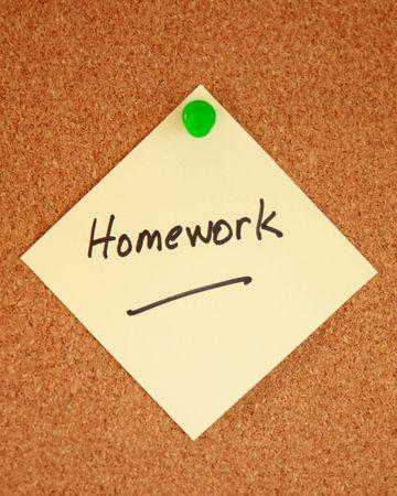 urgent announcement: Homework notice on corkboard Stock Photo