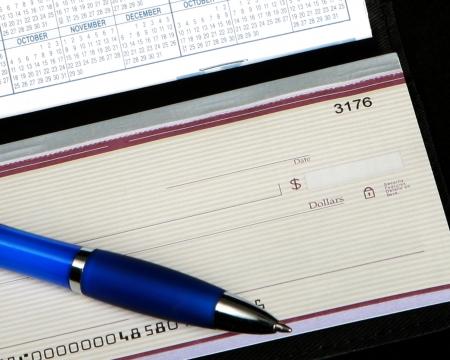 checkbook: Cuenta de tesorer�a y l�piz Foto de archivo