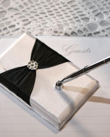 Hochzeit oder Ereignis-Gast-Buch und Stift  Standard-Bild