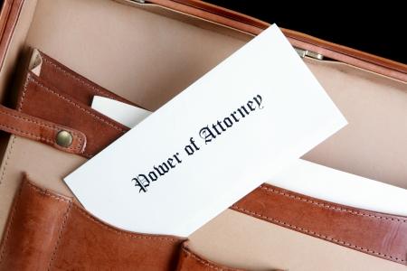 위임장 문서의 가죽 서류 가방에 스톡 콘텐츠