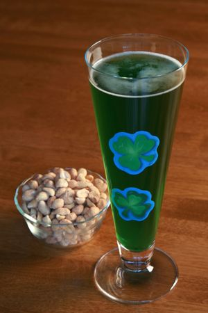 Green beer and peanuts for St. Patrick's Day Stock Photo - 6545255