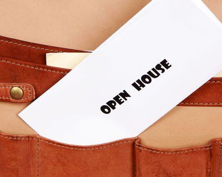 open huis: OPEN huis documenten in een akten tas Stockfoto