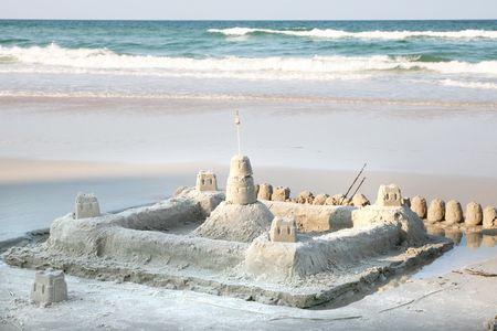 chateau de sable: Ch�teaux de sable sur la plage Banque d'images