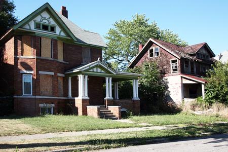 Verlassene Häuser Standard-Bild - 36935902