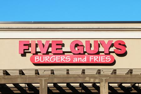 NASHVILLE, TENNESSEE-DECEMBER 30, 2017:  Five Guys burger and fries restaurant. Standard-Bild - 101833128