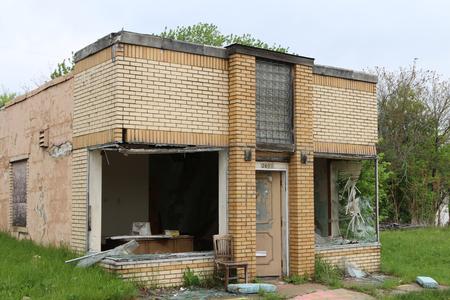 FLINT, MICHIGAN-DECEMBER 30, 2017:  Fire damaged, vandalized and abandoned building in Flint, Michigan. Standard-Bild - 101833142