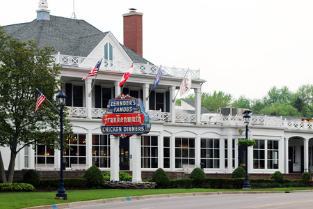 FRANKENMUTH, MICHIGAN-DECEMBER 30, 2017:  Zhender's Famous Frankenmuth Chicken Dinners is a Frankenmuth landmark, having served family style dinners for over 60 years. Standard-Bild - 101833148