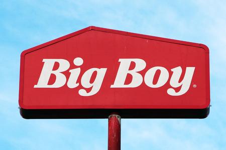 CINCINNATI, OHIO-DECEMBER 26, 2017:  Frisch's Big Boy is a midwestern chain of casual restaurants featuring the original Big Boy hamburger. Standard-Bild - 101834390