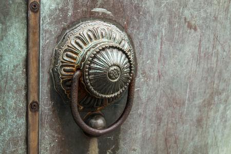 the handle: Manija de bronce Foto de archivo