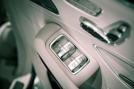 lift lock: Cars door