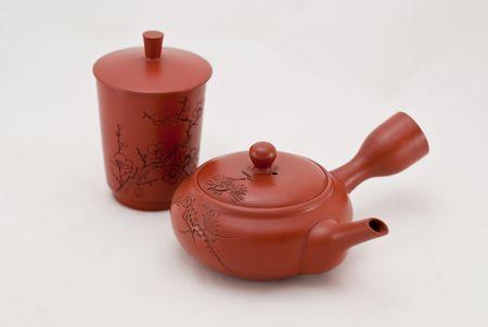 chinese tea pot: olla de rojo t� chino cer�mica sobre un fondo blanco.  Foto de archivo