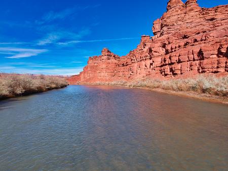 ładny widok na krajobraz Utah i Nevady, meksykańczyk miał i ładną rzekę w pobliżu?