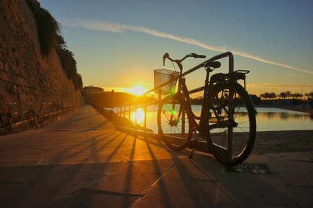 vintage bike with great sunset city landscape Archivio Fotografico