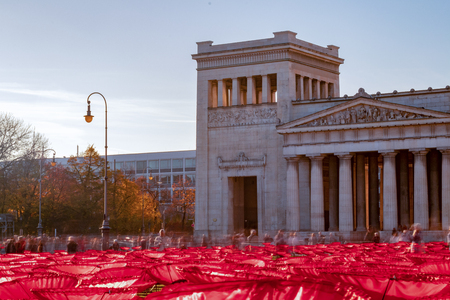Königsplatz, munich, germany - November 11 2018: 'Red poppies as a memorial to peace' in munich, germany, at the 'kingsplace, königsplatz' by Walter Kuhn - 100 years anniversary of the end of the first world war 에디토리얼