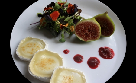starter: Flower salad with goat cheese