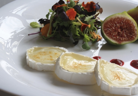 goat cheese: Flower salad with goat cheese