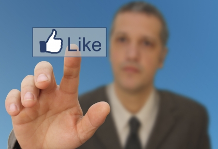 man touch the Social media like button