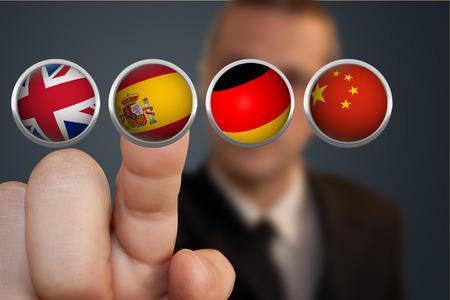 Stisknutím tlačítka přeložit Finger Reklamní fotografie