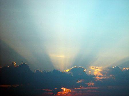 曇りの日の出。 写真素材