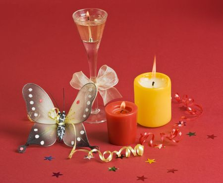 decora: Three candles and butterfly on red