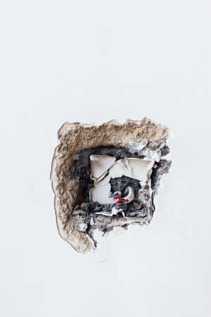 damaged: damaged socket