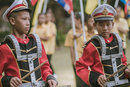 KANCHANABURI THAILAND - JULY 18 :   Thai school marching band on street, in athletic game opening day of primary student in the rain on July 18,2018 at Nongthabong School in Kanchanaburi, Thailand Imagens - 124658616