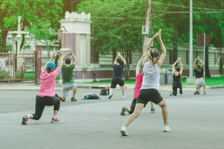 Group of elderly friend doing aerobic dance after work   together at Lumpini Park in Bangkok, Thailand. Imagens