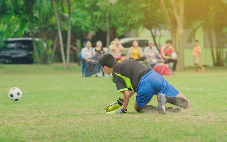 Training and football match between youth soccer teams in school. Stockfoto