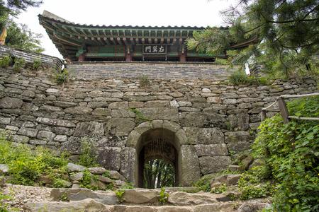 north gate: North Gate of Namhan Sanseong