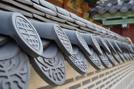 detail of Korean traditional roof tiles in gyeongbokgung Banque d'images