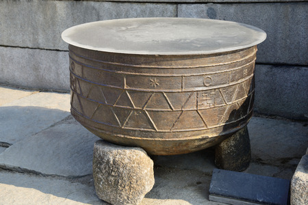 bronze bowl: large bronze bowl for fire prevention in Gyeongbokgung Stock Photo