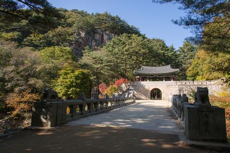 old times: Mungyeong, Corea - 14 de octubre 2014: La Segunda Puerta (llamado 'Jogokgwan') de Mungyeongsaejae en Corea. Mungyoengsaesae fue un famoso paso de monta�a en los viejos tiempos.