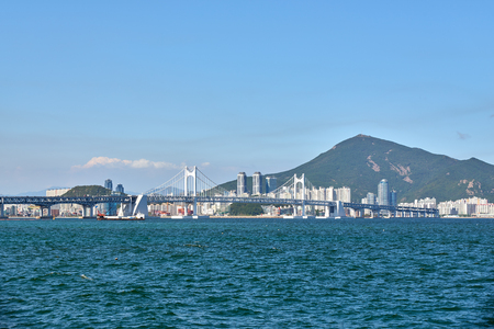 schlagbaum: Gwangandaegyo. It is a big suspension bridge and a landmark located in Busan, Korea. The bridge connects Haeundae district and Suyeong district.