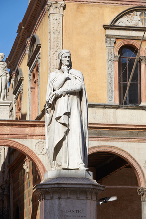 dante alighieri: Verona, Italy - Febuary 20, 2016: Monument to Dante in Piazza dei Signori which is a city square located in the historic center of Verona. Dante was a major Italian poet of the late Middle Ages. Editorial