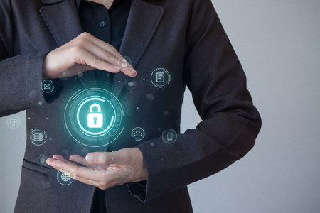 Concept commercial, technologique, internet et réseautage. La sécurité des entreprises, la sécurité de l'information contre les virus, les crimes et les attaques. Système sécurisé sur Internet. La cyber-sécurité