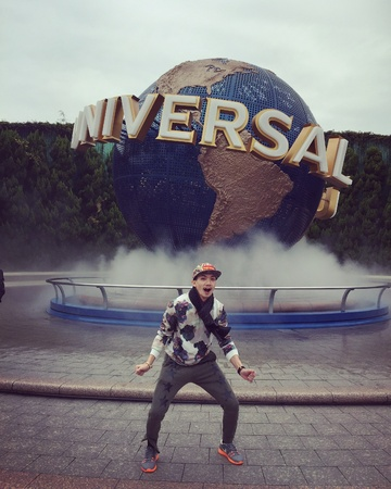 Man fooling around at Universal Studios