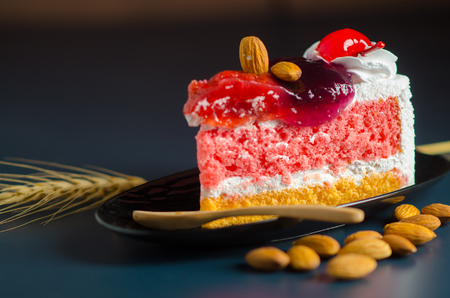 cup cheesecake on black and blue background. 免版税图像