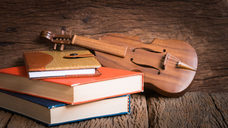fiddles: Old classical violin with antique books