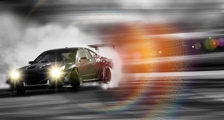 Voiture à la dérive, roue de voiture de sport à la dérive et fumer sur fond flou.