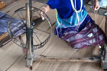 tela algodon: Ama de tejer telas de algod�n en Tailandia
