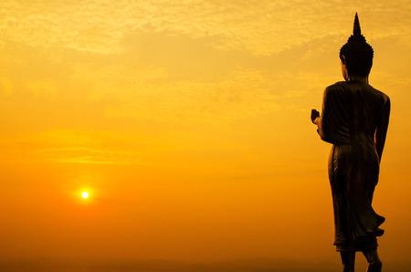 Silhouet van Boeddha standbeeld in Thailand