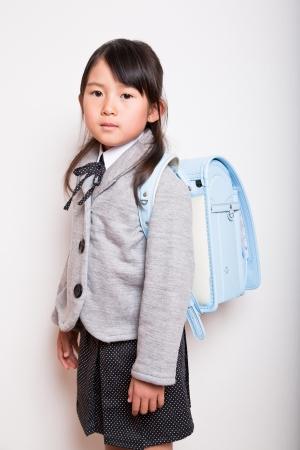 젊은 학생이 학교에 갈 준비가되어 있습니다 스톡 콘텐츠